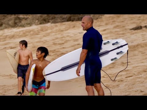 KELLY SLATER IS HAVING FUN WITH HIS CHRISTMAS GIFT