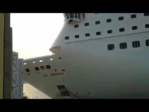 MSC Armonia Crash in Roatan - Better Quality