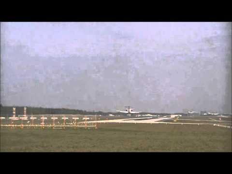 CRJ7 Lufthansa @FRA landing RWY07L creating impressive wake turbulence
