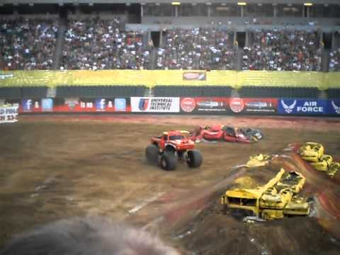 monster jam 2011 021.AVI blown motor cincinnati