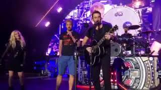 vuclip Nickelback Rockstar with Avril Lavine at The Greek