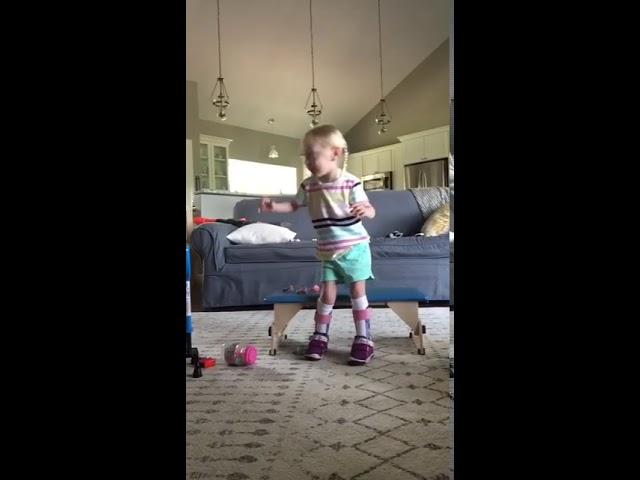 4-годишно девојче со церебрална парализа првпат проодува самo