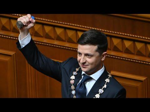 فولوديمير زيلينكسي يعلن في خطاب تنصيبه رئيسا لأوكرانيا حل البرلمان  - نشر قبل 7 دقيقة