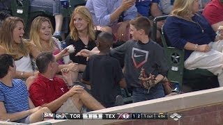 vuclip Young fan gives decoy ball to pretty lady