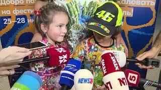"""Киркоров прилетел в Азербайджан с детьми. Эксклюзивные видеокадры """"Москва-Баку"""""""