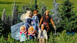 Buying A Christmas Tree ! Elsa & Anna Toddlers - Shopping - Decorations - Store