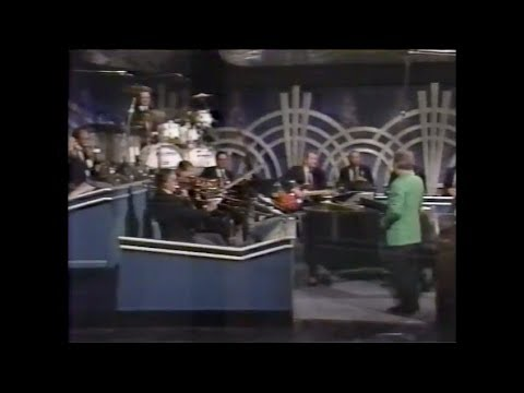 The Tonight Show Starring Johnny Carson - Doc and the Band Mess Up the Theme! - Jan 1992