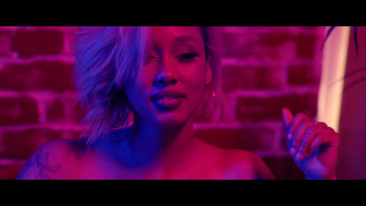Download Izo - Tempo (Official Music Video)
