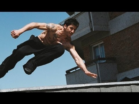 Parkour Footage Featuring David Belle District 13 Neuen 'escape From Cosa Nostra' 1