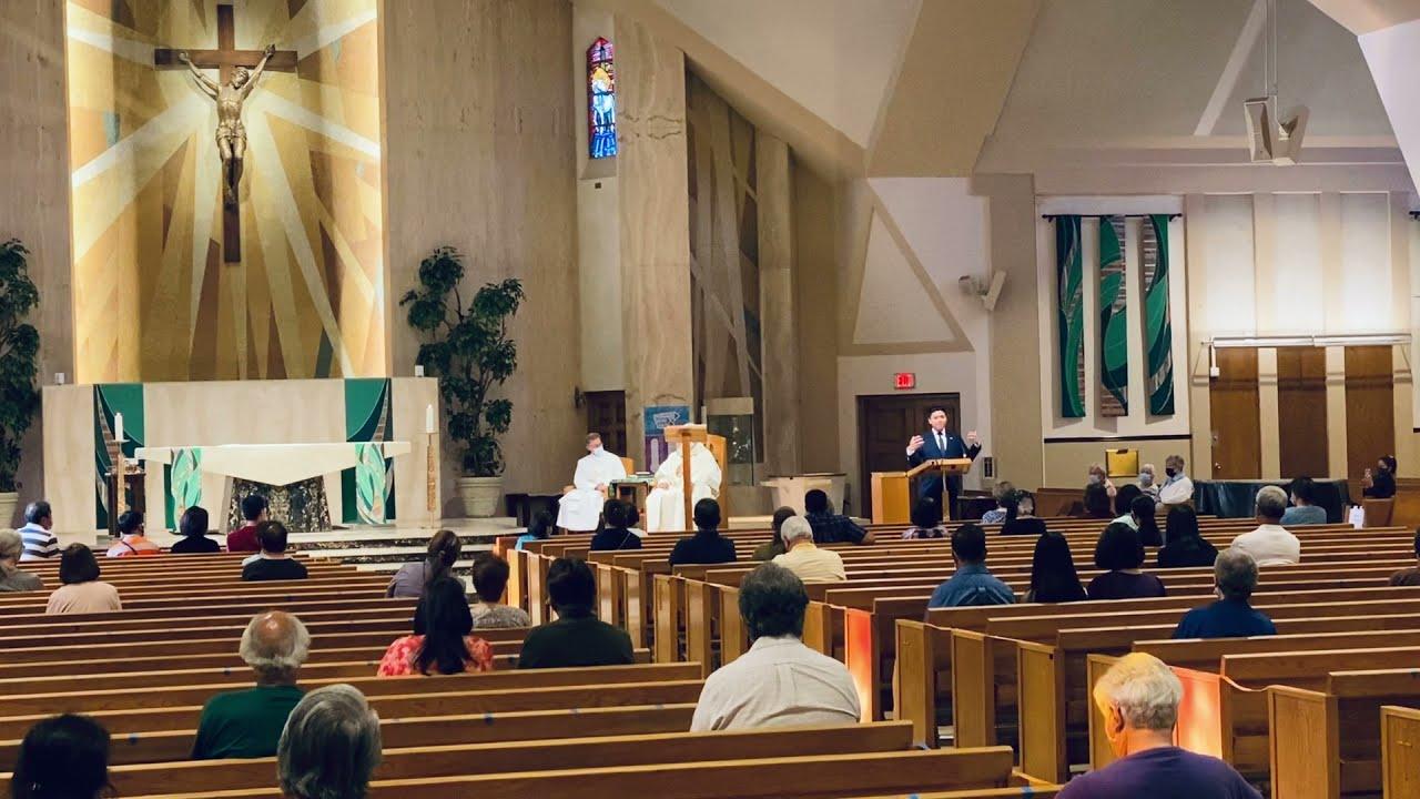 Rebucas presents Award on Benevolence to prominent Catholic religious leader