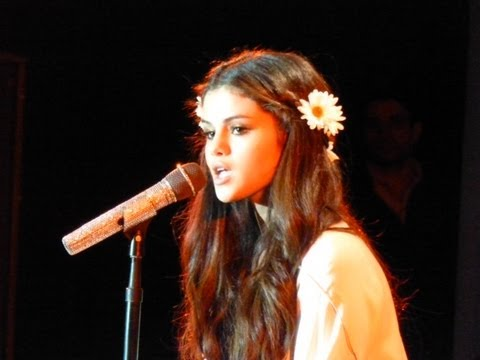 Selena Gomez covers Britney Spears