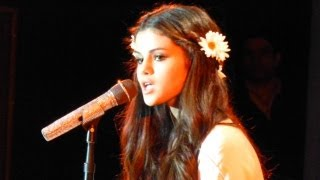 "Selena Gomez covers Britney Spears ""Hit Me Baby One More Time"" @ Best Buy Theater NYC"