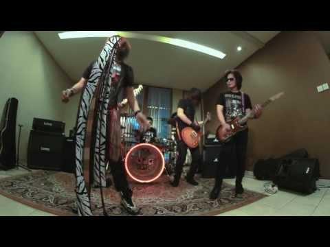 ELANG - CEWEK BUNGLON (OFFICIAL VIDEO)  flv