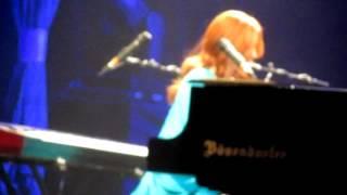 Tori Amos Austin 21 December 2011 Shattering Sea (clip)