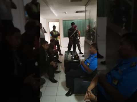 Ketum LSM KPK Debat dgn Pihak Bandara Soekarno-Hatta