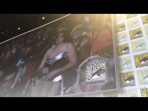 Man Proposes To His Girlfriend At Aliens Panel #SDCC