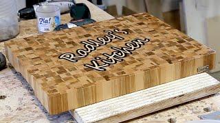 Торцевая разделочная доска с хаотичным рисунком из светлых пород древесины