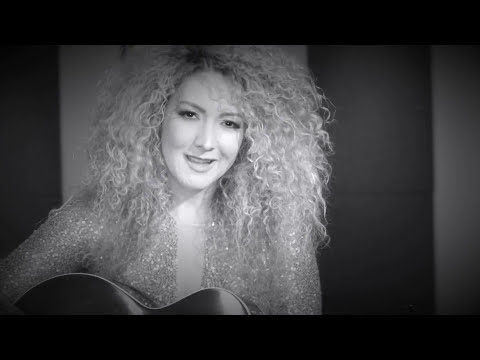 Erika Ender - Hazme Tuya (Official Video)