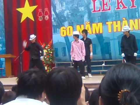 Nhảy hiphop theo phong cách Micheal Jackson Trường THPT Nguyễn Trãi