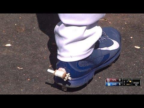 A-Gon, Dodgers bench pull off HOT FOOT prank on Scott Van Slyke!