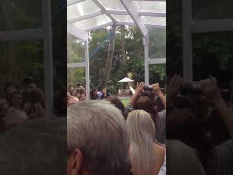 Entrada da noiva com Antoria Trevo