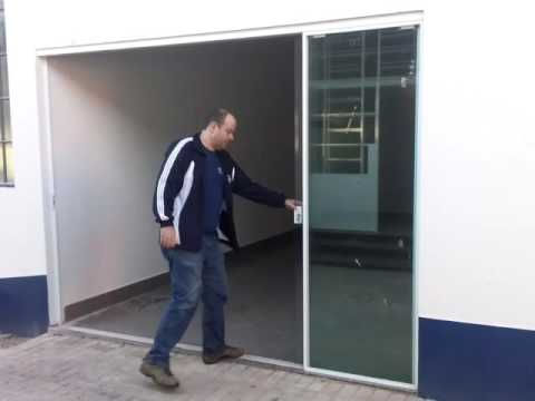 Sistema de porta m o amiga 5 folhas doovi for Porta 4 folhas de vidro temperado
