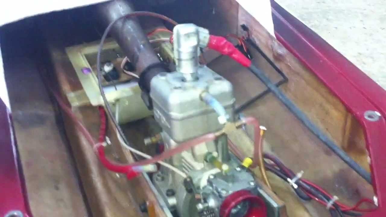 Its working 35cc gas engine rc boat doovi for Gas rc boat motors