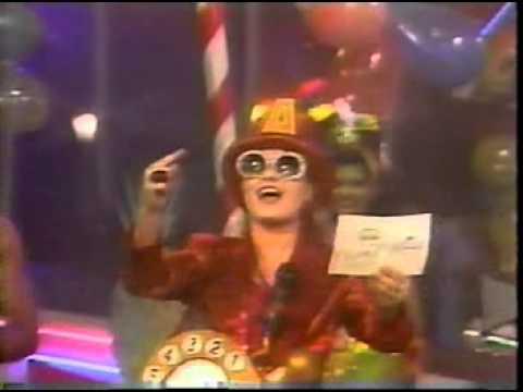 ANGÉLICA - MILK SHAKE - TV MANCHETE - IMITANDO CHACRINHA - 1990