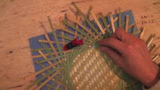 輪弧編み二枚重ねに底板装着2/2