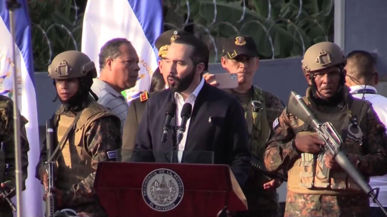 Nayib Bukele irrumpe con militares en el Congreso salvadoreño y abre crisis  interna - YouTube