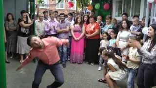 Современный танец На Осетинской Свадьбе... МАРАТ ЗАЖИГАЕТ!