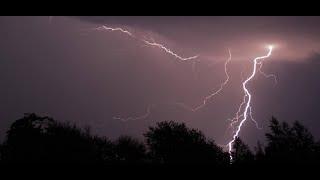 Gdzie jest burza? Na zachodzie Polski powstają trąby powietrzne, nad kilka województw nadciągają bur