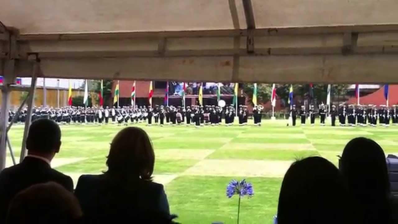 Como ir vestida a una ceremonia militar