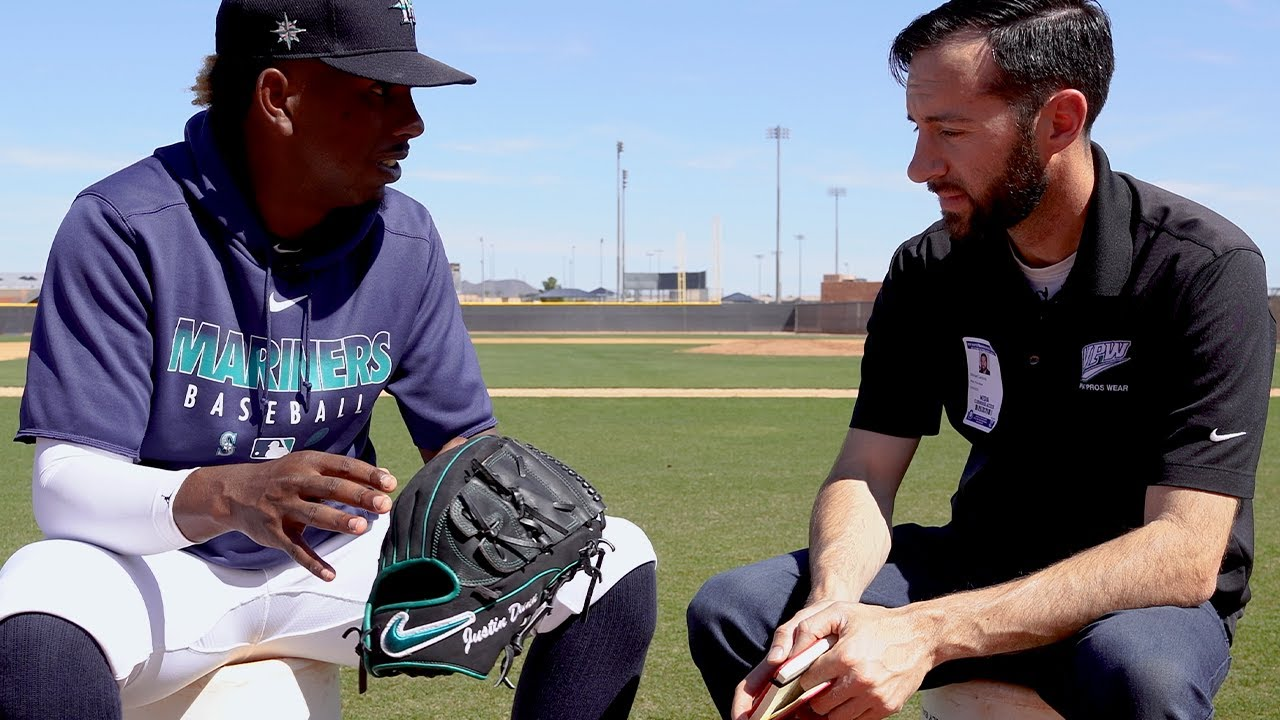 "Mariners' Pitcher Justin Dunn Shows Off ""Black Panther"" Glove, Explains Pre-Start Routine"