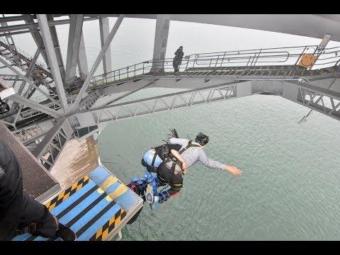 Couple Bungy Jump - Auckland Harbour Bridge Bungy Jump