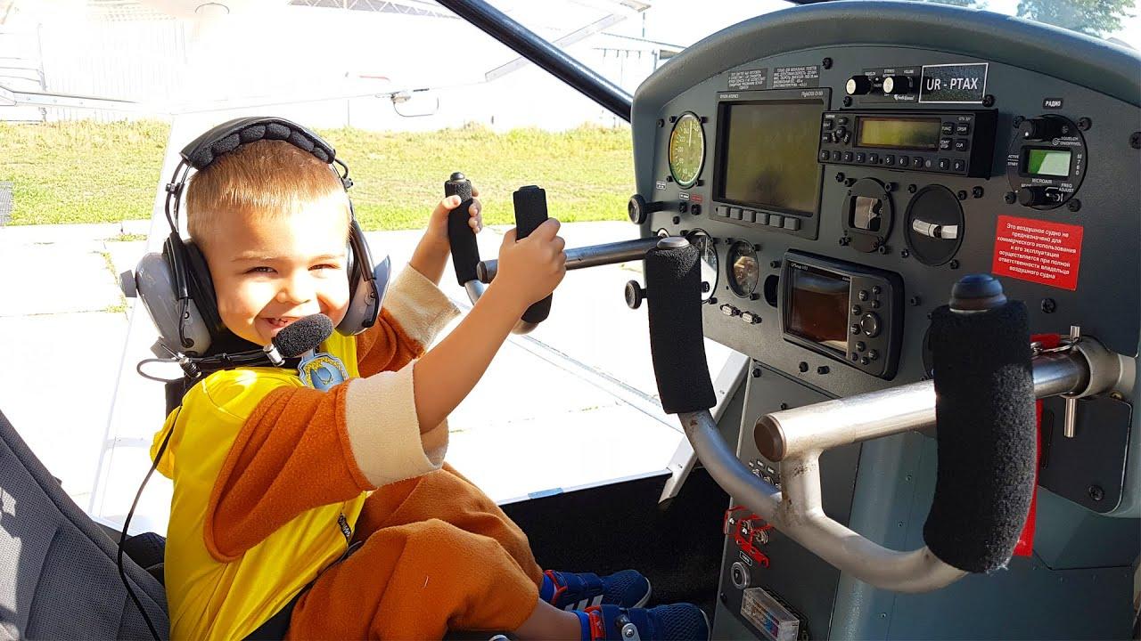 Lustige Geschichten über das Flugzeug und den Traktor