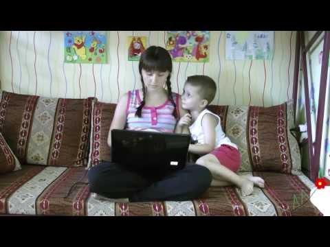 Сын трахает свою маму в спальне на кровати порно видео