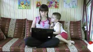 Интернет дороже сына(Социальный ролик. Проблема современных мам, которые все свое время отдают соц. сетям и забывают о своих..., 2013-09-20T12:28:35.000Z)