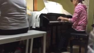 ピアノ教室の先生と生徒です。 アラフィフコンビ、頑張っています。 コ...