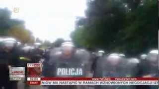 Czy policja nadużyła uprawnień? Mężczyzna zmarł po pobiciu (Raport z Poslki TVP Info, 13.08.2013)