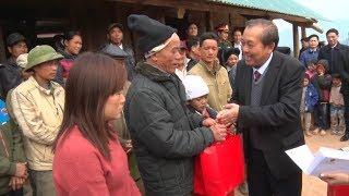 Phó Thủ tướng TT Trương Hòa Bình thăm, tặng quà cho các hộ dân bị thiên tai tại Hòa Bình