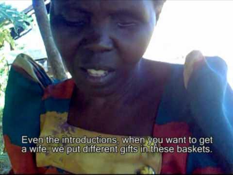 Dewe, Uganda arts - Making African baskets