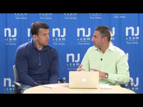 Chris Snee Unguarded: Eli Manning at line of scrimmage