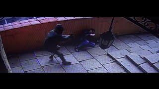 Двое мужчин задержаны по подозрению в разбойном нападении на клиента банка(, 2016-06-02T08:27:49.000Z)