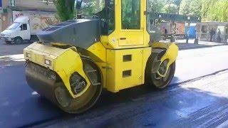 Ремонт и асфальтирование дороги около третьей поликлиники в черкассах(В Черкассах продолжают ремонтировать дороги., 2016-04-28T21:35:10.000Z)