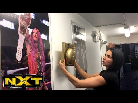Billie Kay & Peyton Royce run into trouble trying tofind a spot to hang their Year-End Award?