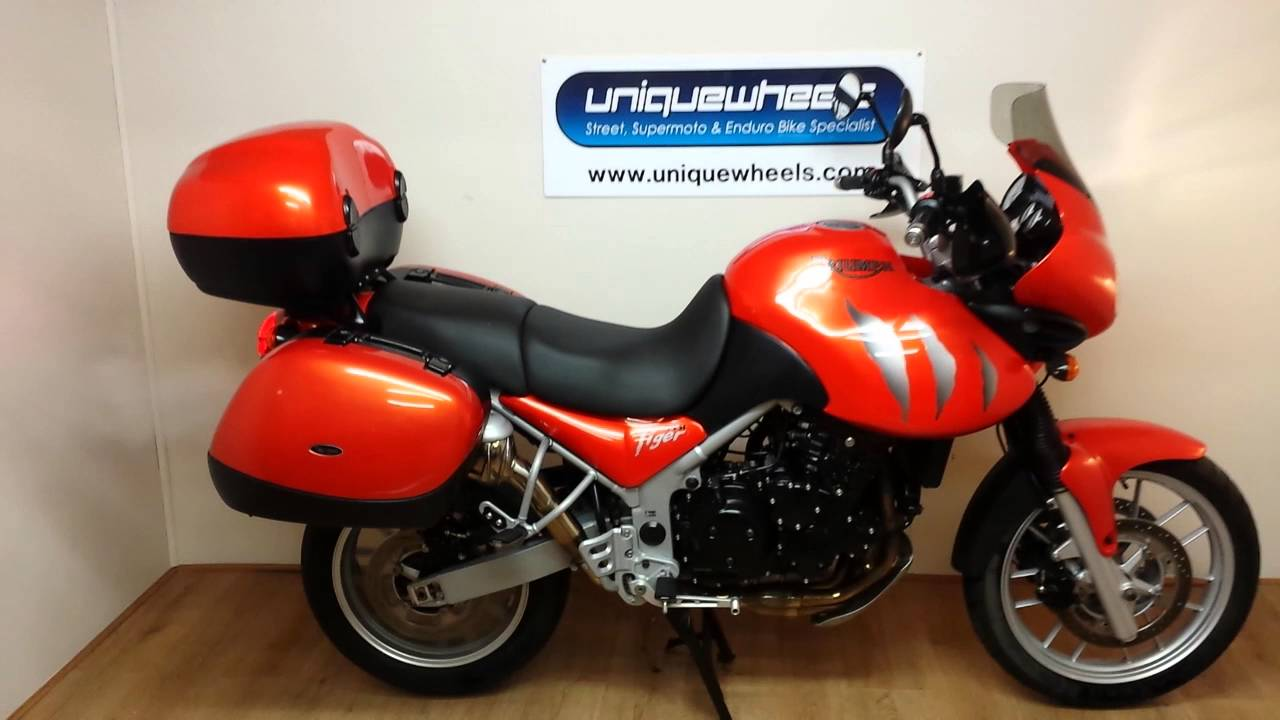 triumph tiger 955i 2004 24000 miles full luggage youtube. Black Bedroom Furniture Sets. Home Design Ideas