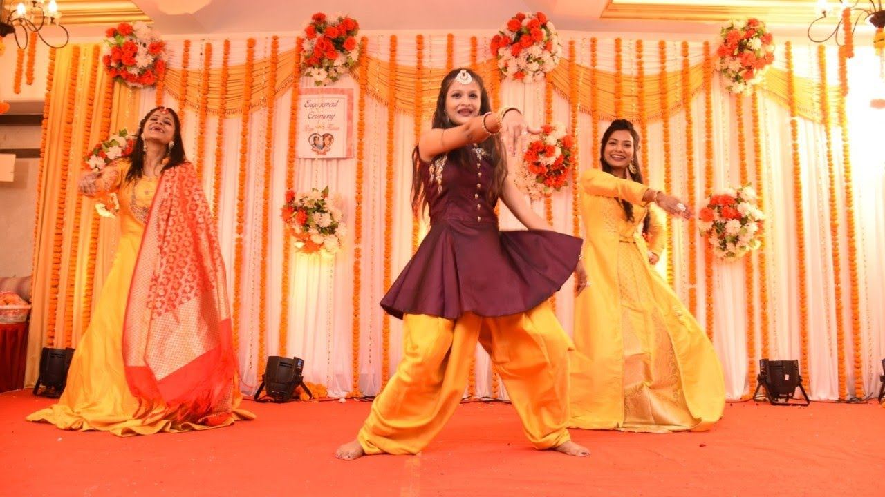 Engagement Dance Performance By Bride S Sisters Brothers Indian Wedding Dance Jyoti Gupta