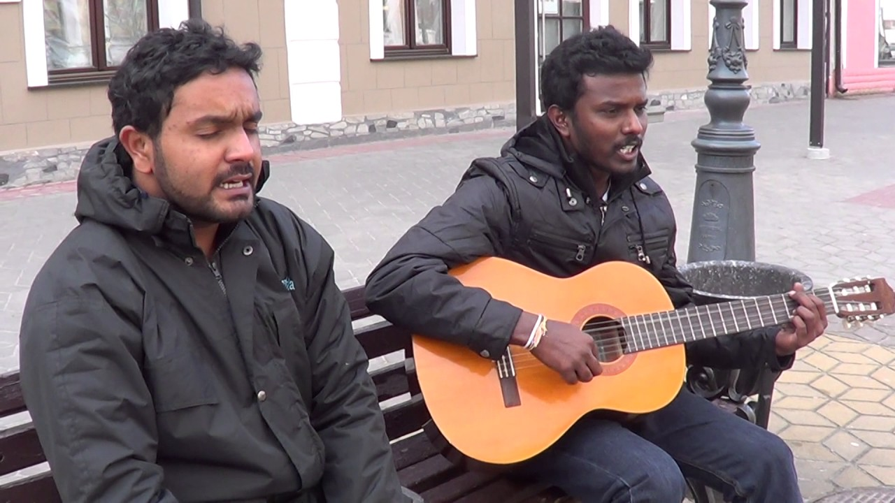 индеец поет на улице видео