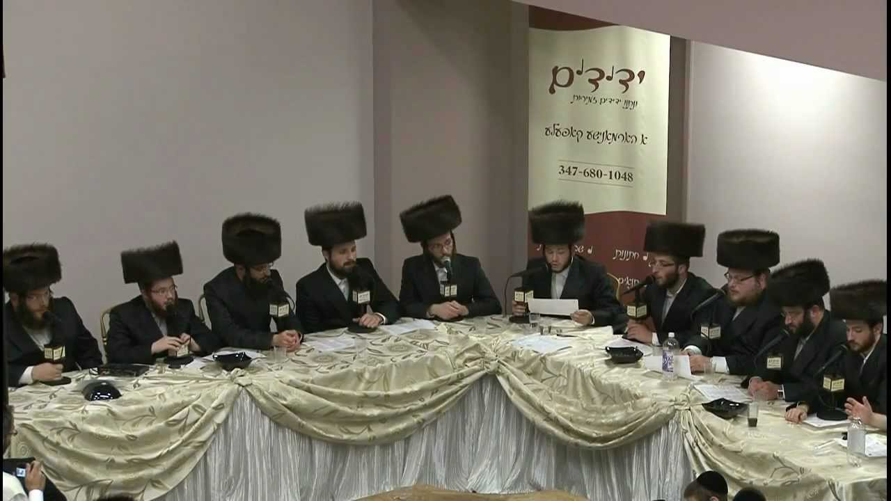 Motty Ilowitz with Yedidim Choir at Hatzolah Auction